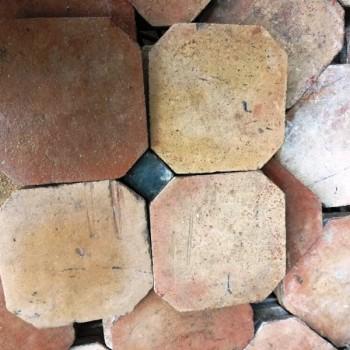Sols anciens octogonaux en terre cuite